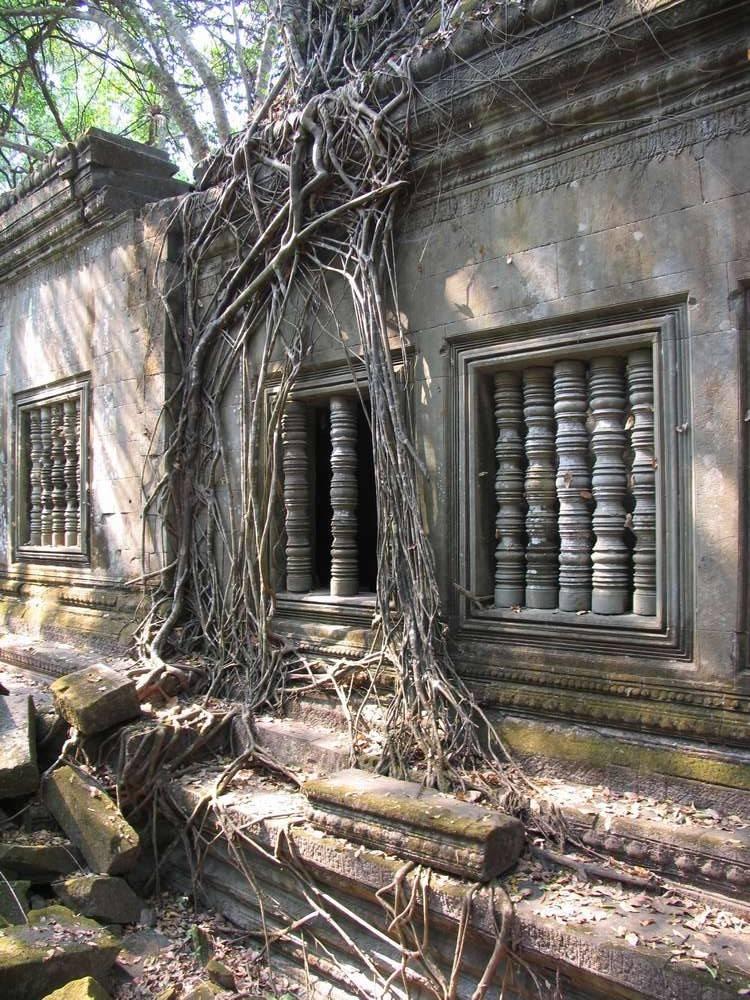 Стена храма Бенг Мелея