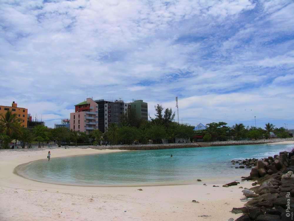 Песчаный пляж в Мале