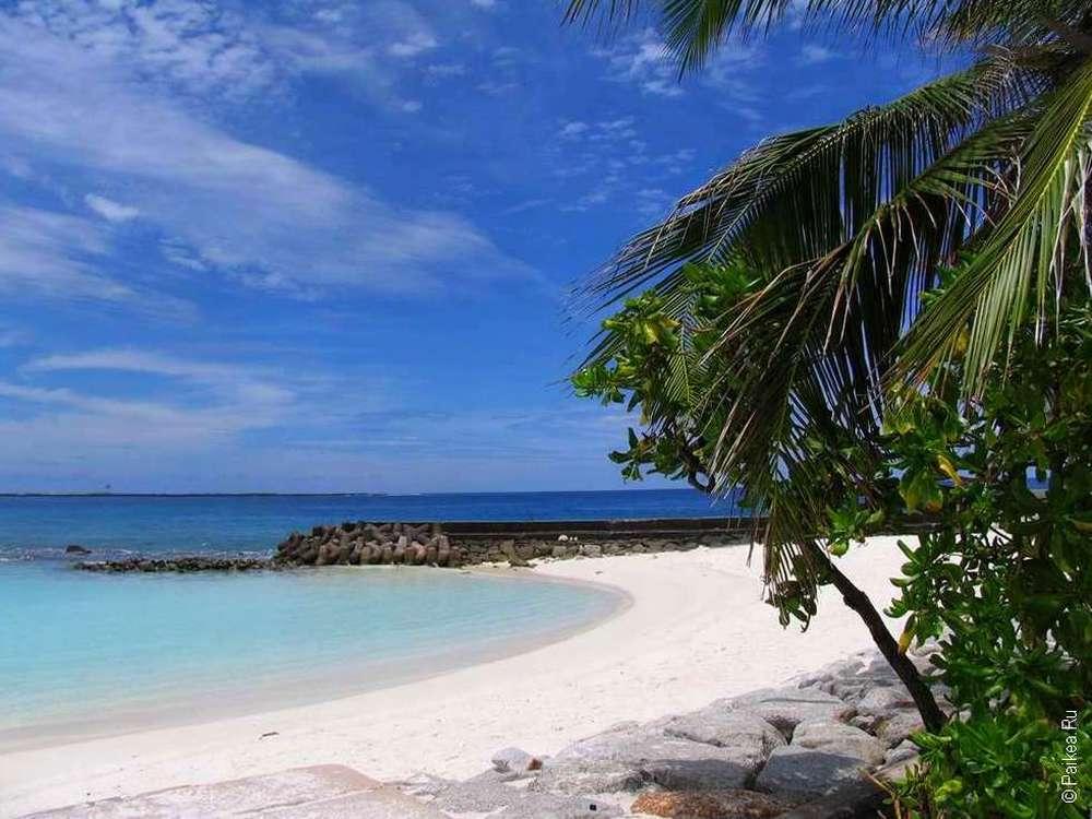Самый первый на Мальдивах пляж мы увидели в Мале