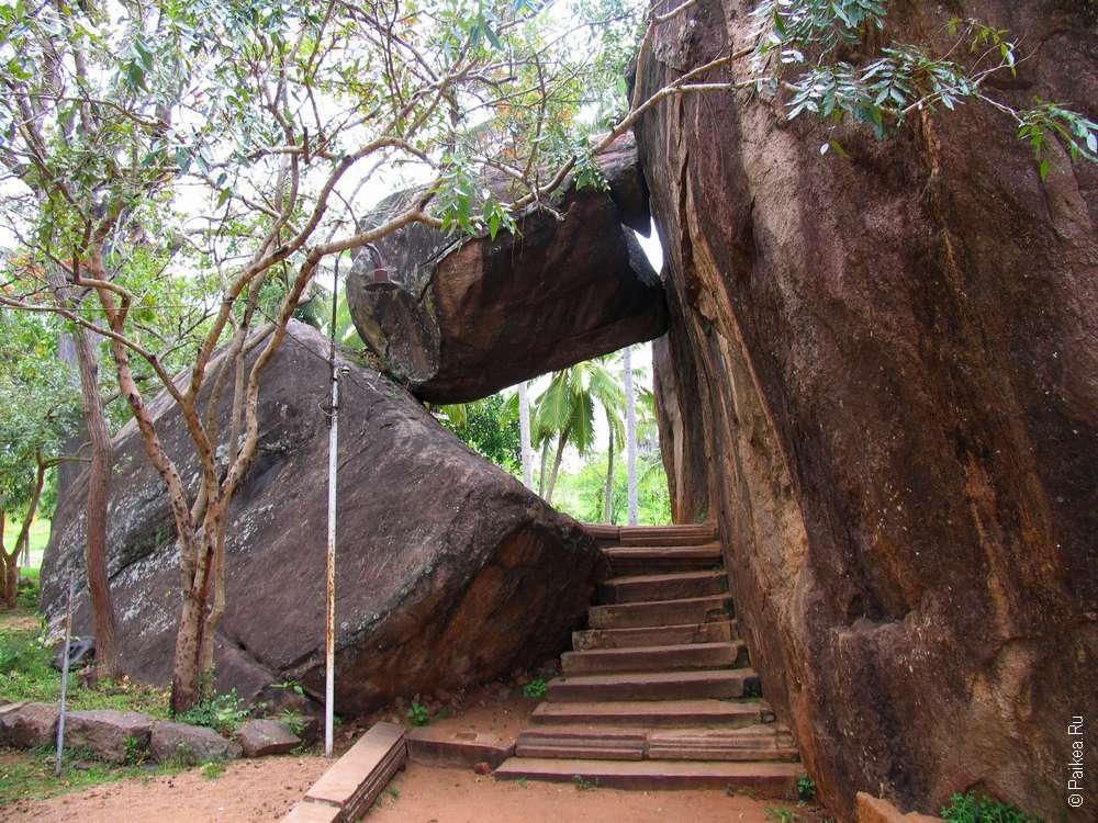 Одна из достопримечательностей Анурадхапуры