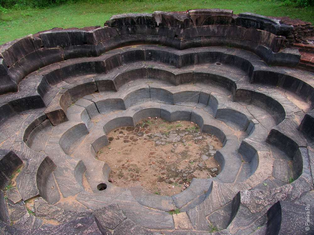 Полоннарува - бассейн в форме лотоса