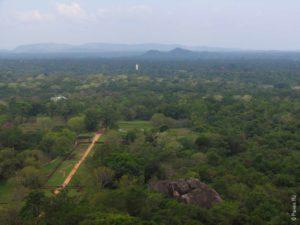 Вид с вершины главной достопримечательности Шри-Ланки