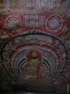 Роспись на потолке пещерного храма