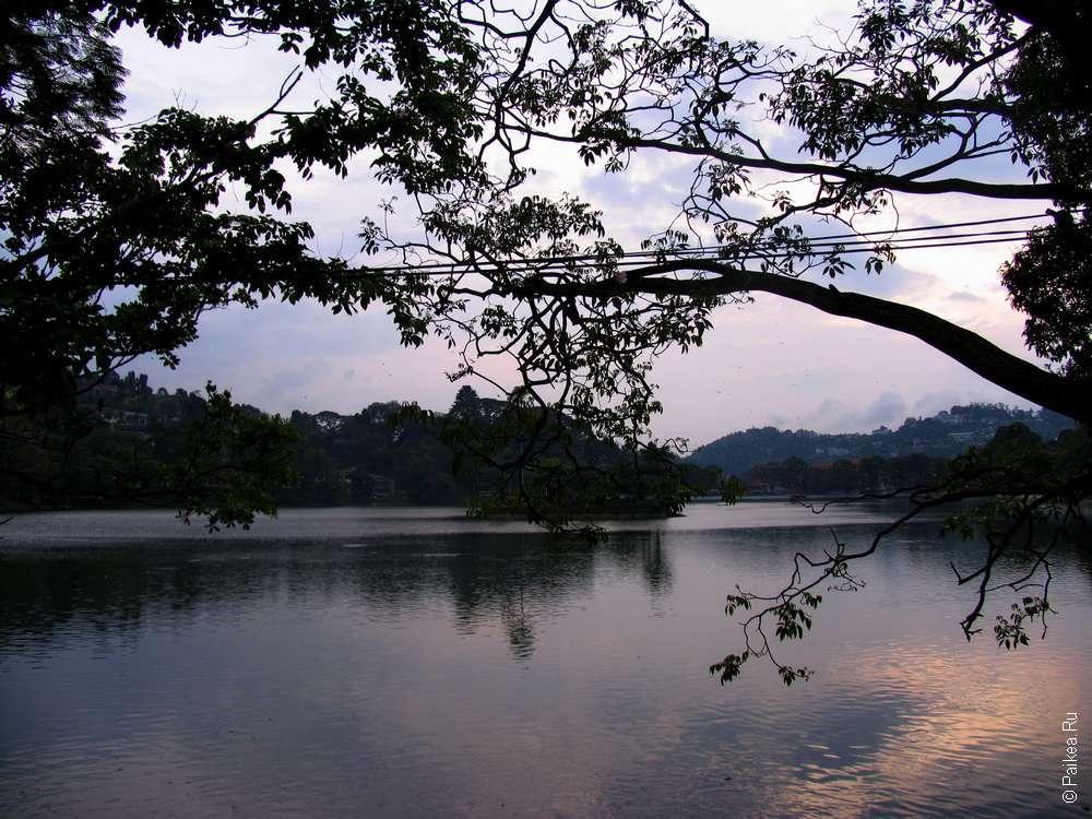 Канди закат на озере