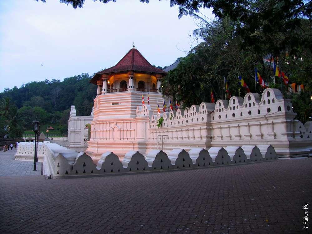 Храм зуба Будды Далада Малигава