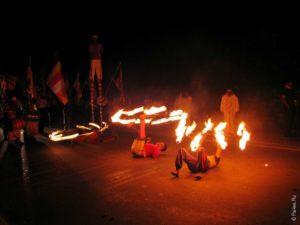 Крутят огненные пои в Нувара Элии