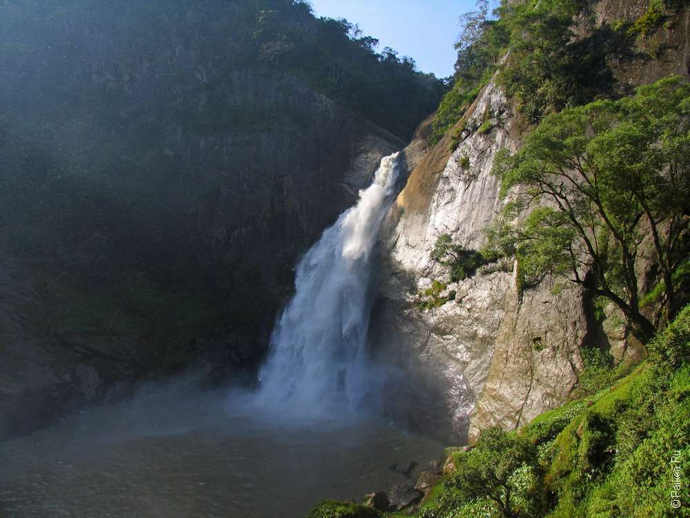 Водопад Дунхинда / Dunhinda Falls