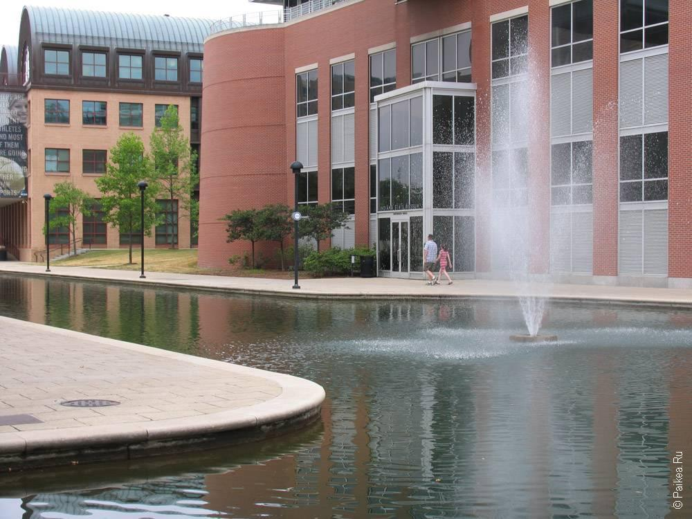 фонтан на канале