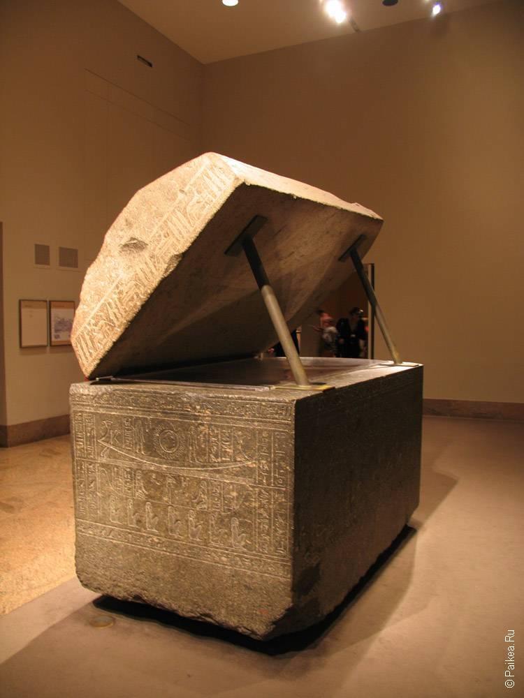 гробница в египетском зале