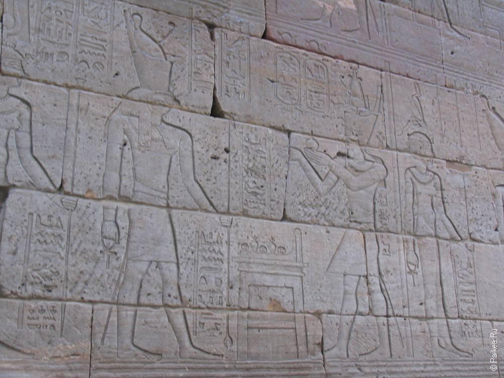 камни с египетскими рисунками