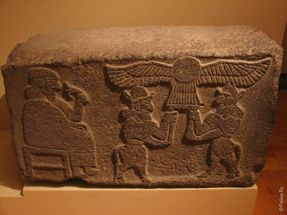 камень с рисунками на египетскую тему