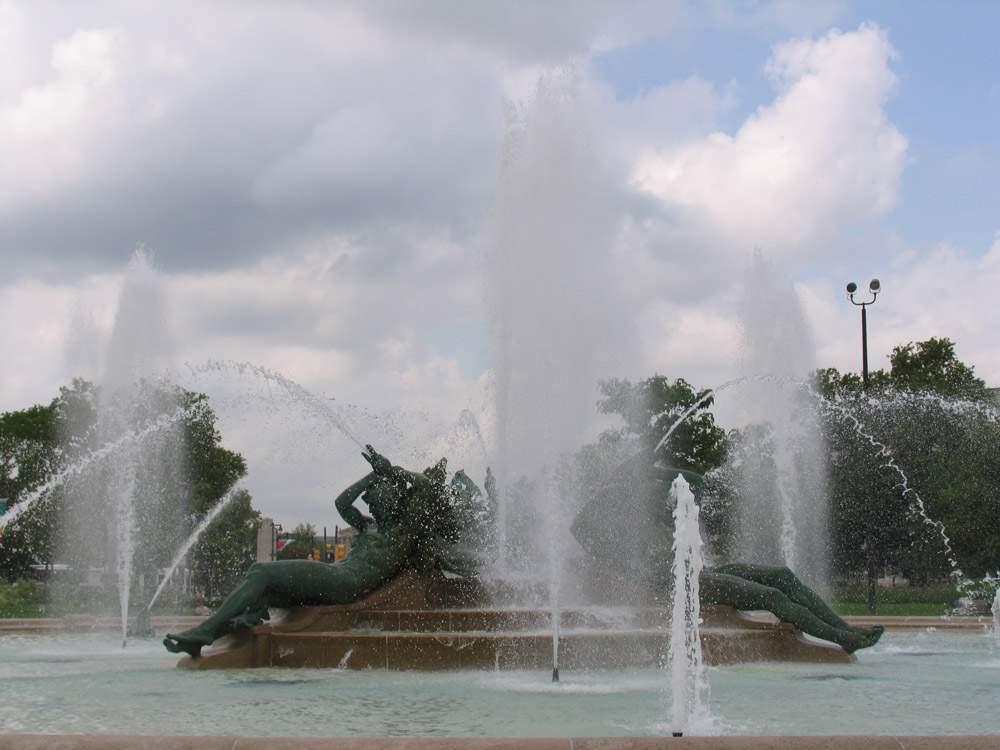 фонтан со скульптурами