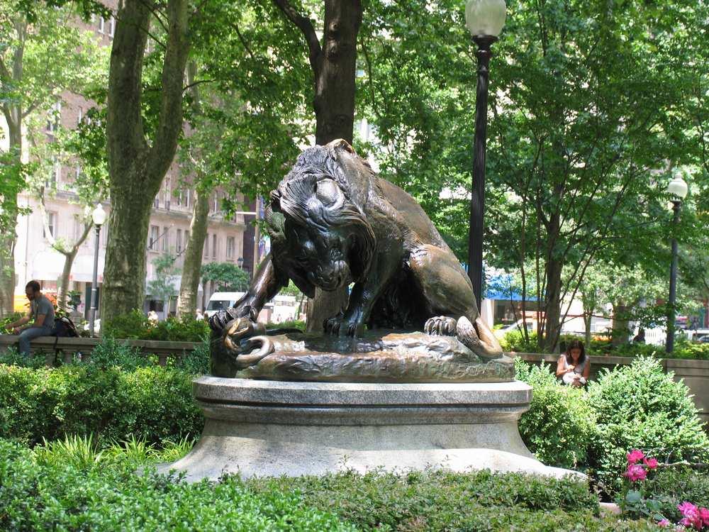 памятник хищнику