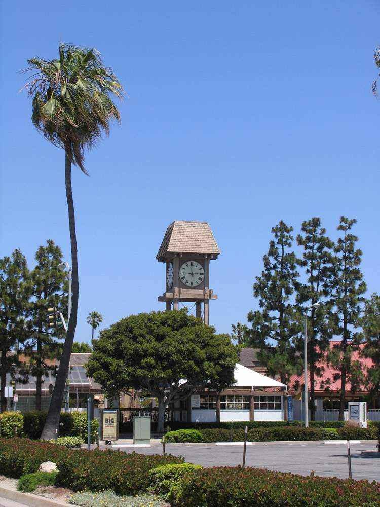 необычная башня с часами