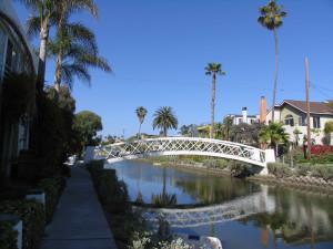 арочный мост через канал