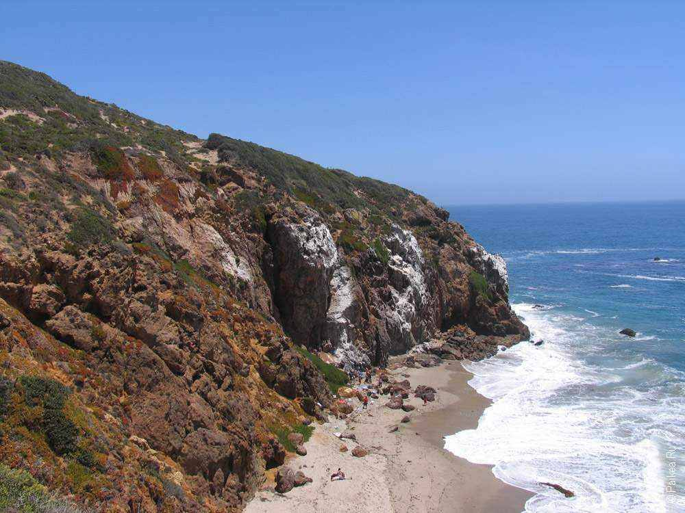 скалы на побережье калифорнии