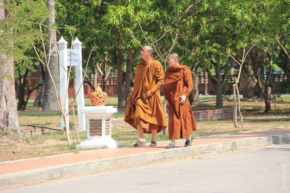 Буддистские монахи в Таиланде