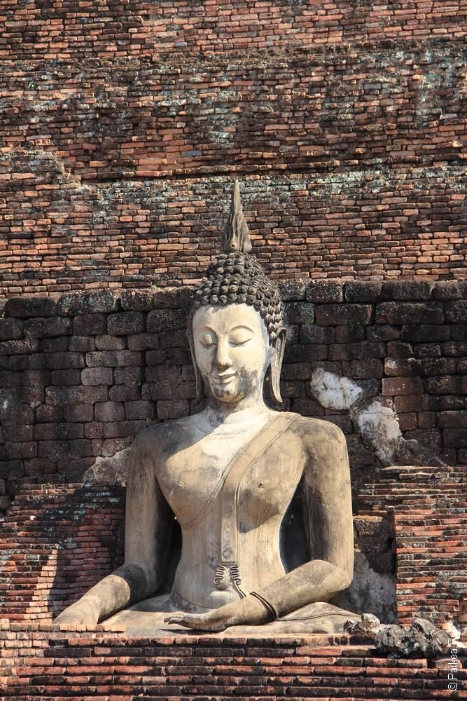 статуя будды в городе сукхотай