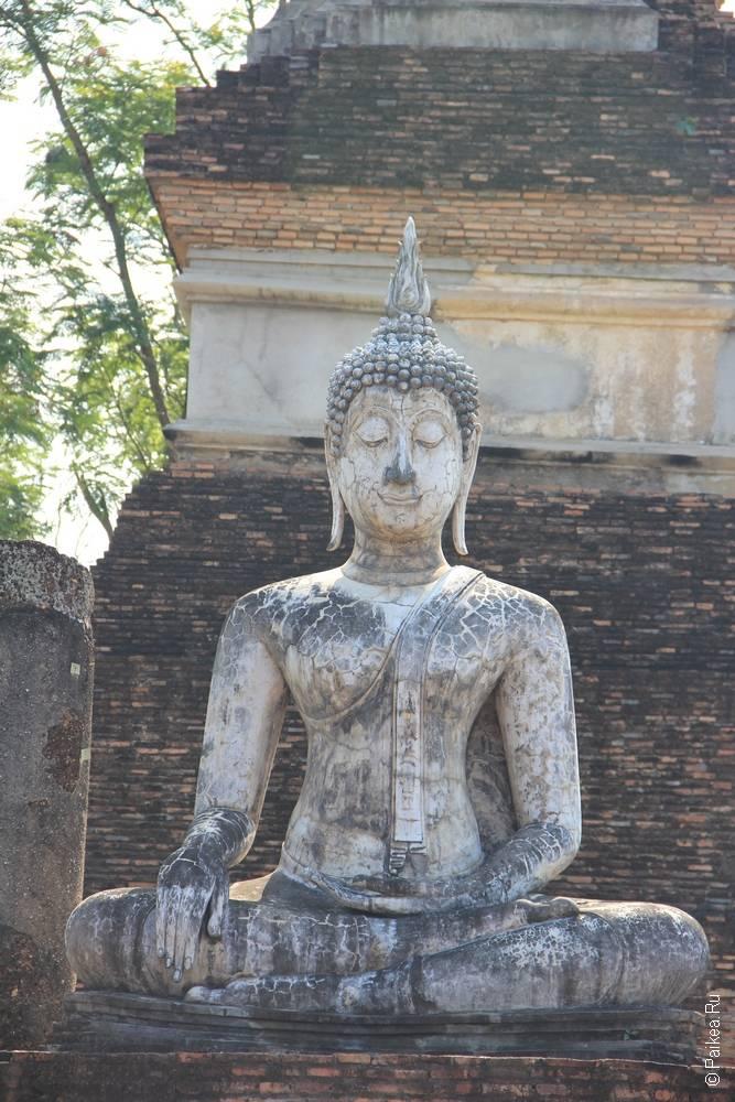 умиротворенный будда в сукхотае
