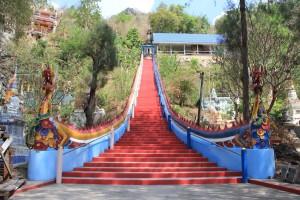 лестница к храму на холме