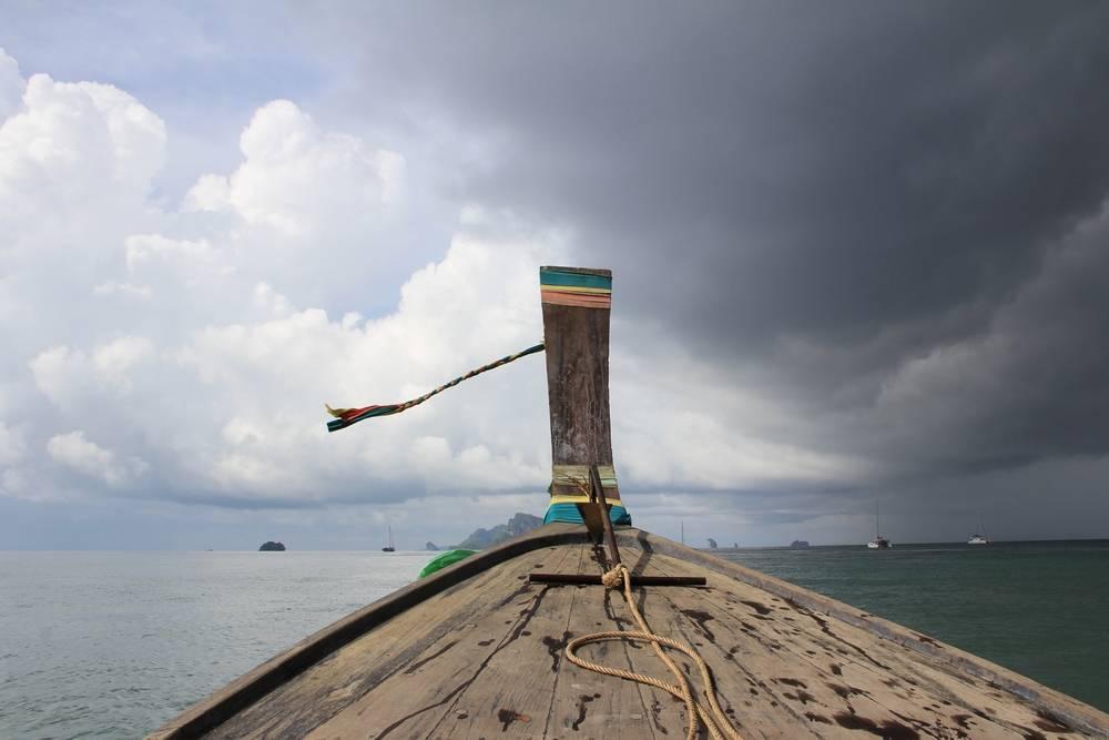 Нос деревянной лодки