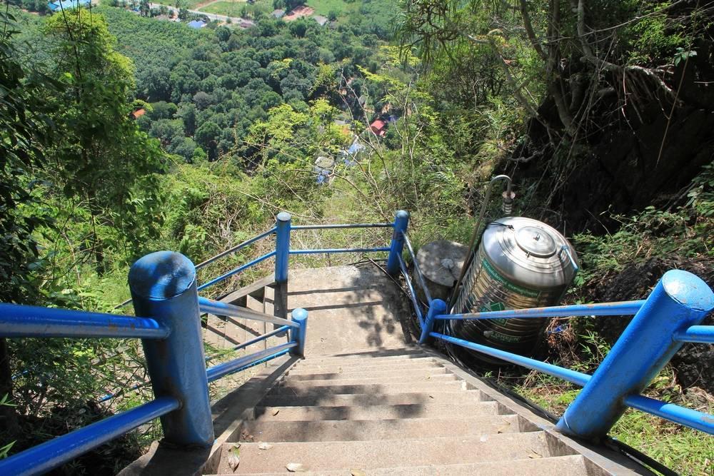 Очень крутая лестница