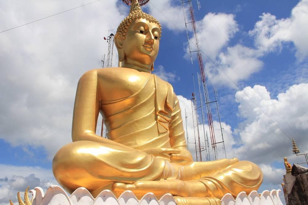 золотой будда на вершине