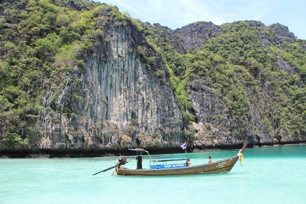 Лодка на море в Таиланде