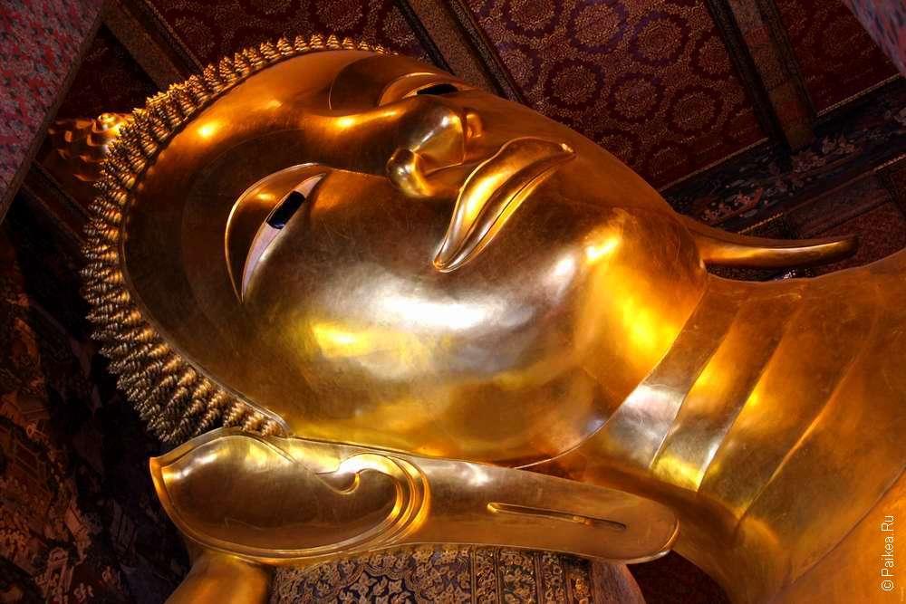 Статуя лежащего Будды в Бангкоке