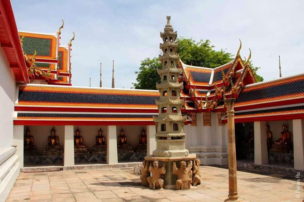 Дворик в Ват Пхо