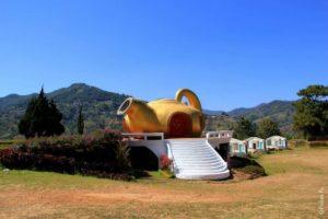 Скульптура чайник в Таиланде