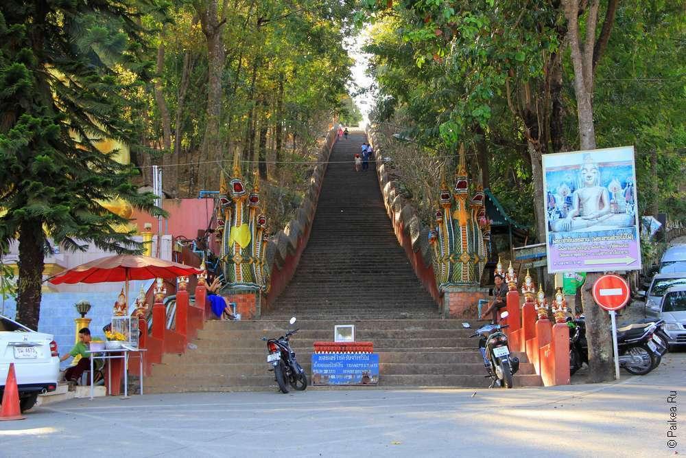 Лестница на обзорную площадку Ме Сай, Таиланд