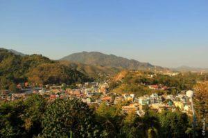 А вот и зеленый Тачилек в Мьянме. Очень красиво!