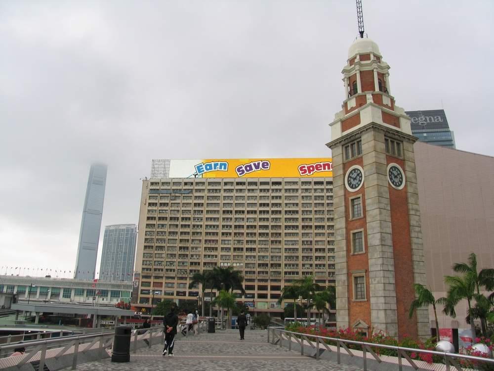 Башня с часами в Гонконге