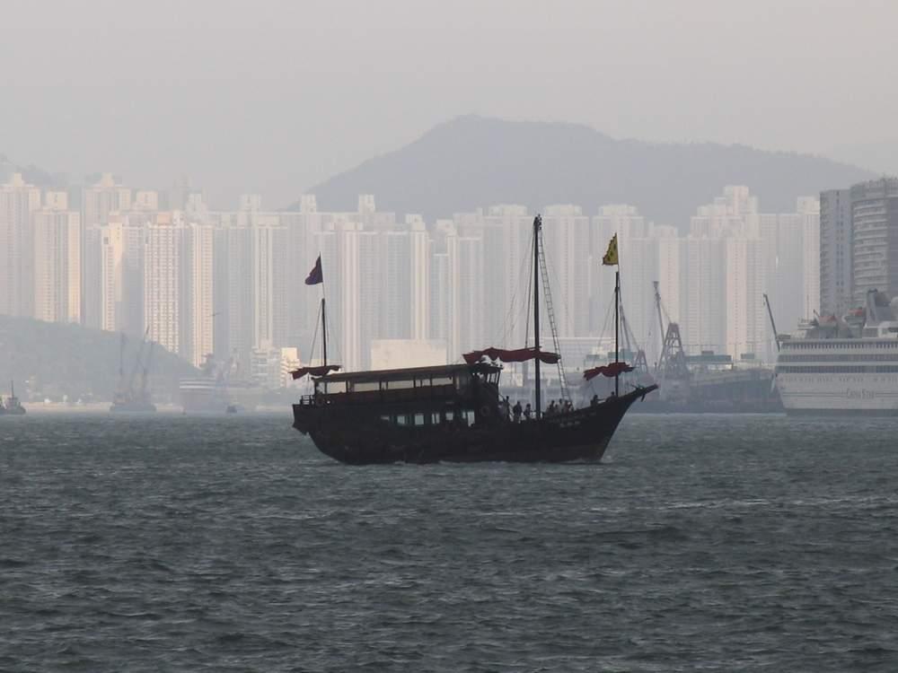 Корабль в Гонконге