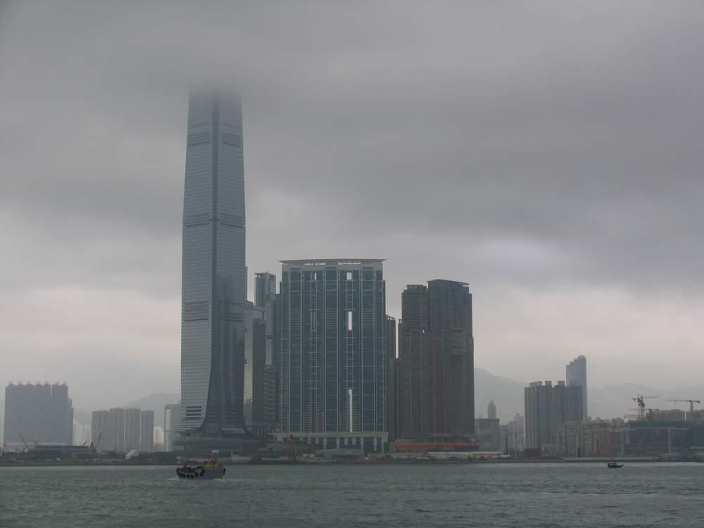 небоскреб в облаках
