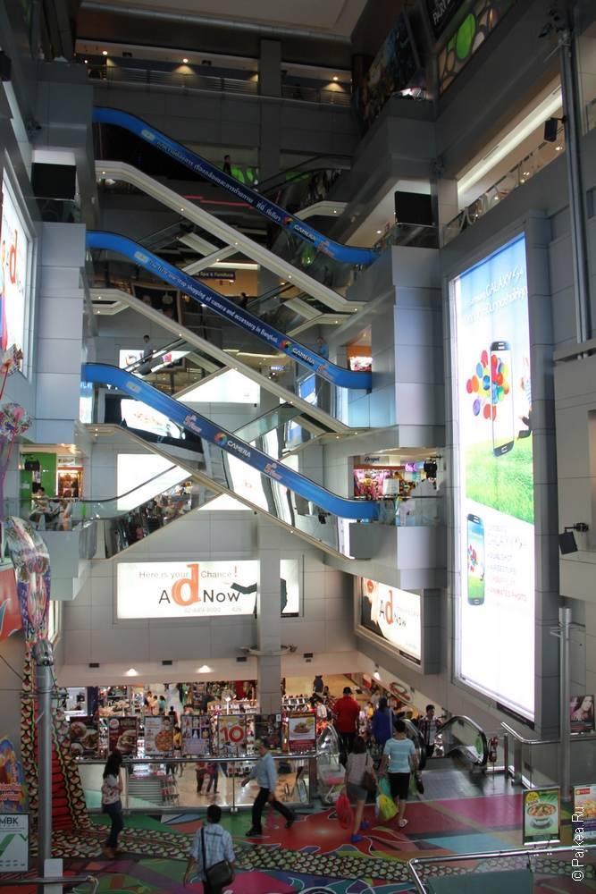 Лестницы торгового центра MBK