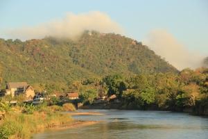 Город Татон в утреннем тумане