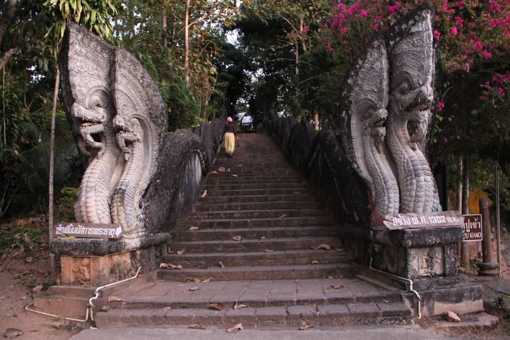лестница с драконами