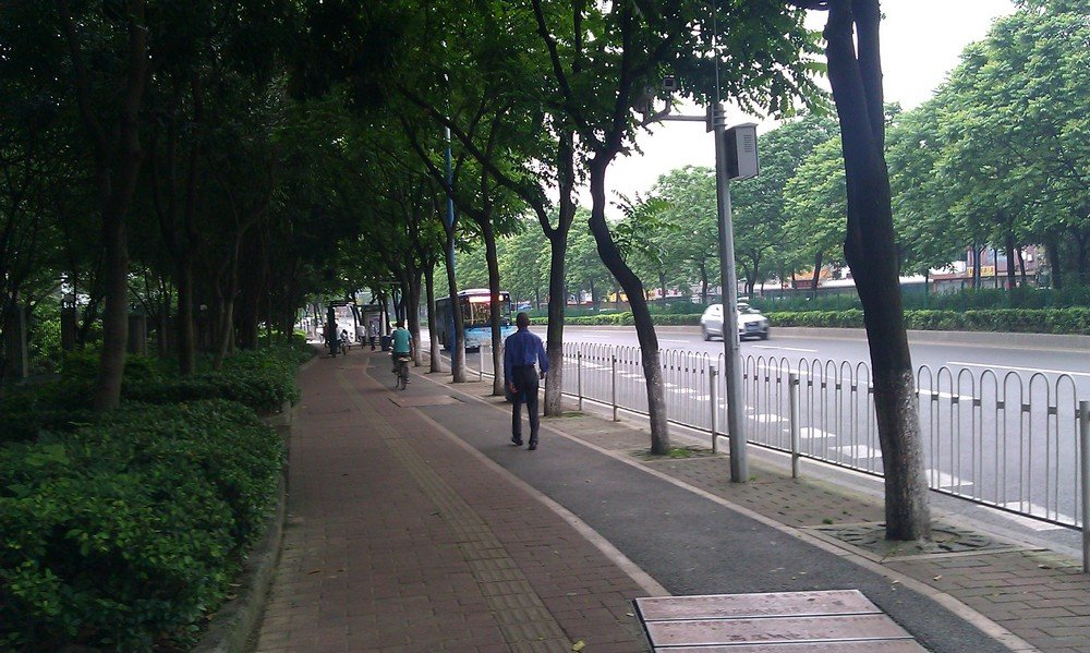 тротуар и велодорожка в гуанчжоу