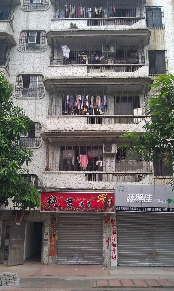 решетки на всех окнах