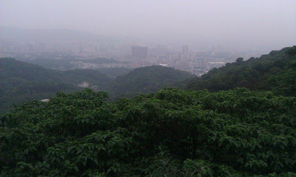 город гуанчжоу у подножия горы