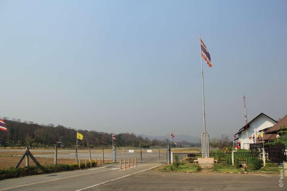 выход на летное поле аэропорта