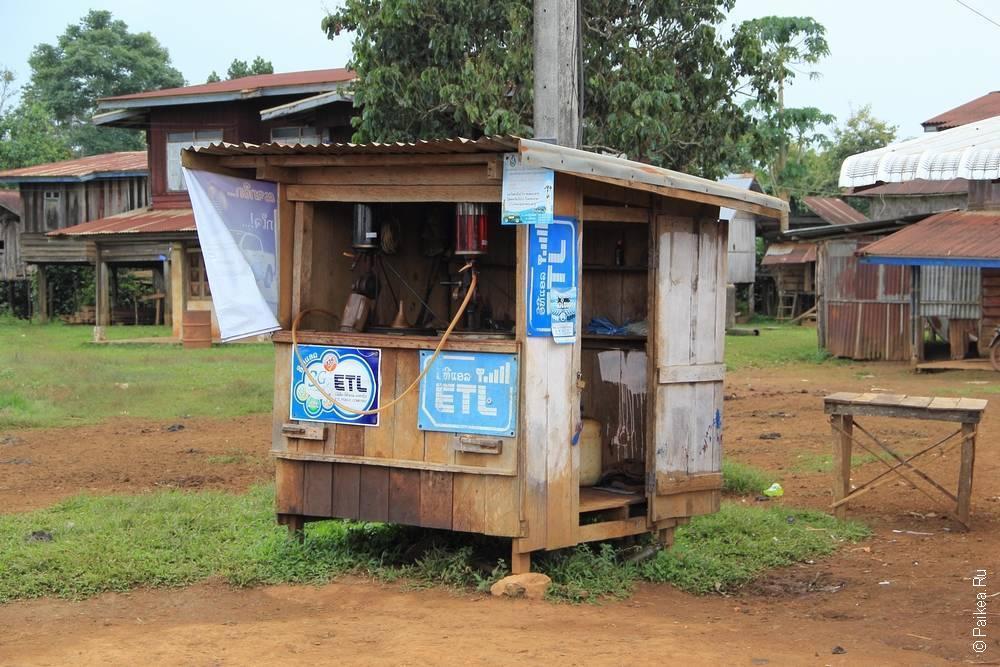 Ручная бензоколонка в деревне
