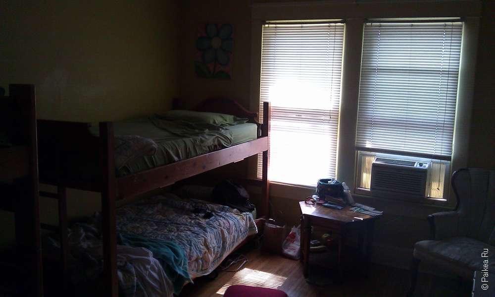 комната хостела в США