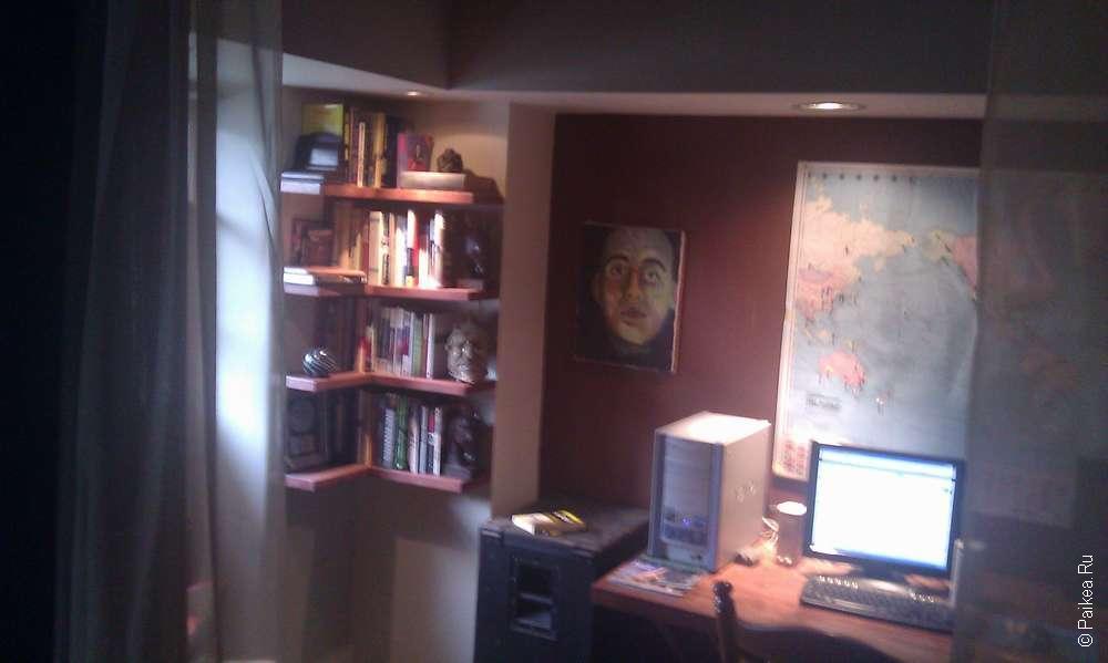 компьютерная комната в хостеле
