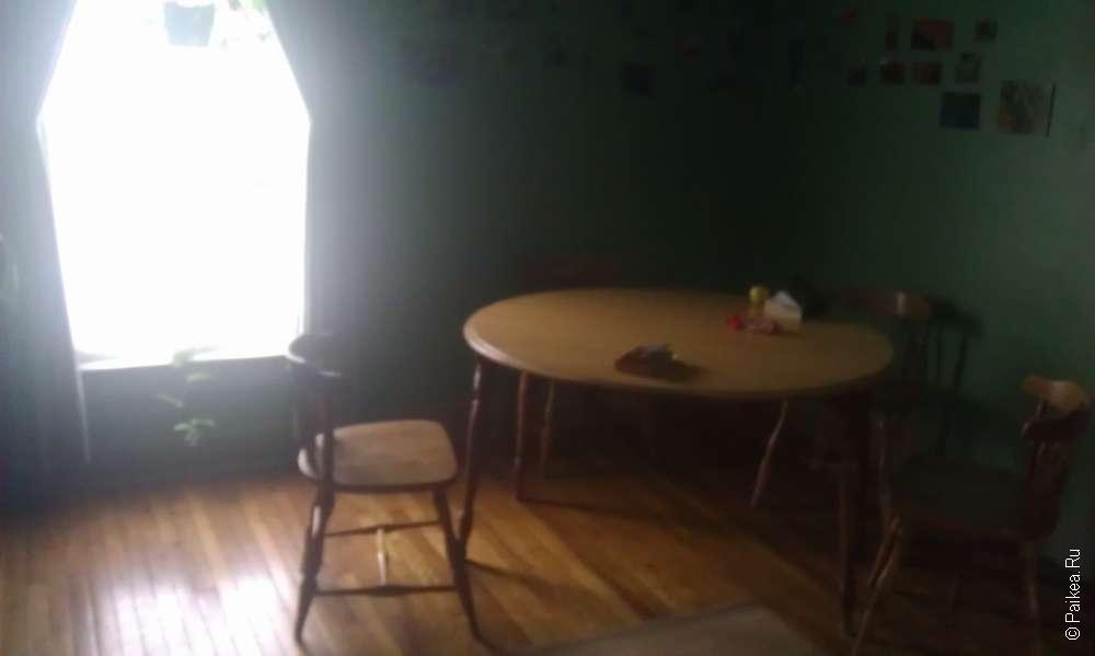 деревянная мебель в хостеле