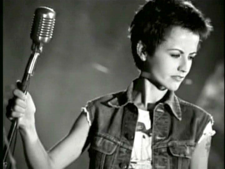 dolores o'riordan on the stage
