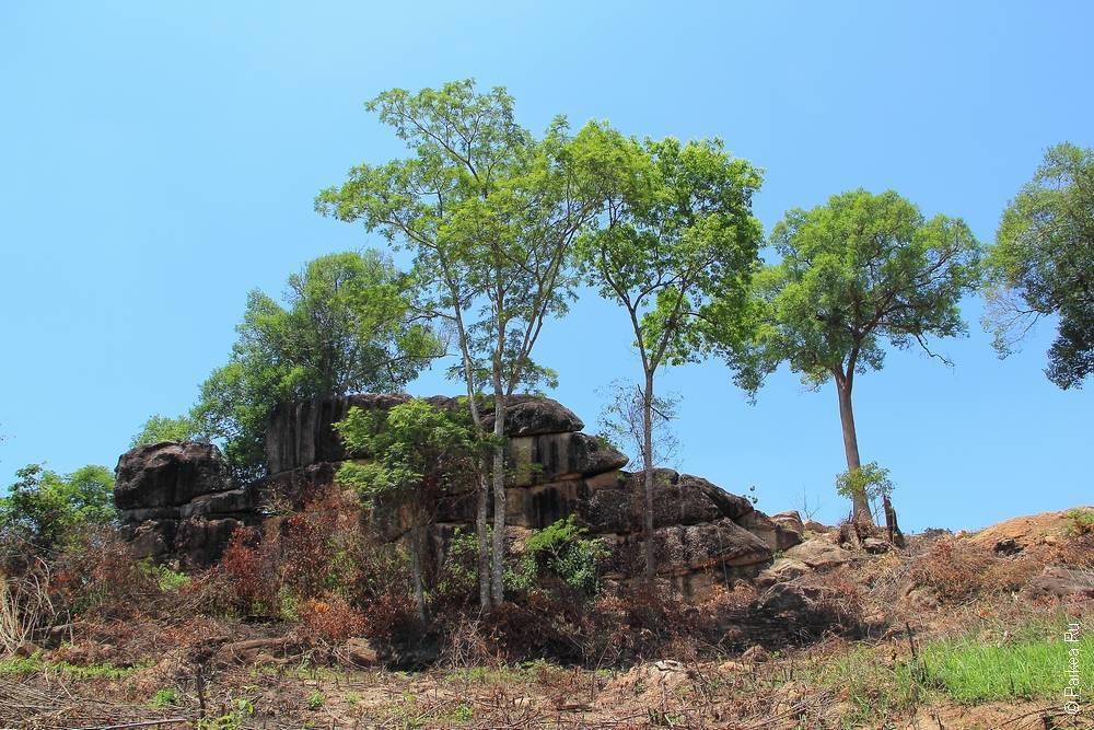 Великая стена в окрестностях города Та Кек, Лаос