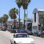 По Лос-Анджелесу лучше всего передвигаться в собственной машине, если есть такая возможность. Но и в автобусами вы не пропадете!